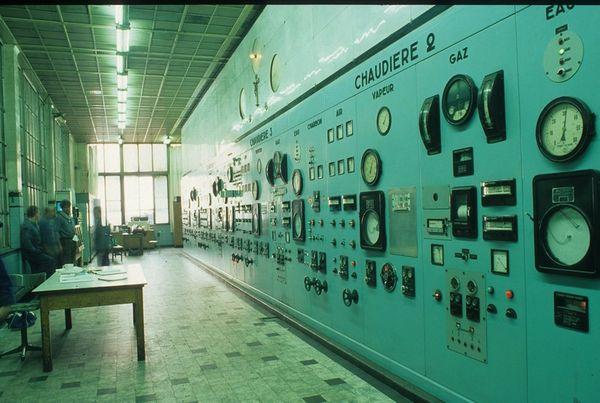 Schakelkasten in de machineruimte van de extractiehal met extractiemachines in de kolenmijn van Zolder (Heusden-Zolder), mei 1990. [B. Van Doorslaer/PCCE - I.15]