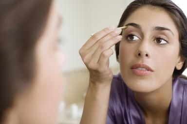 The Right Way to Shape Your Eyebrows: How to tweeze your own eyebrows