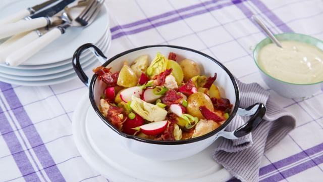 Oppskrift på Salat med poteter og kylling, foto: