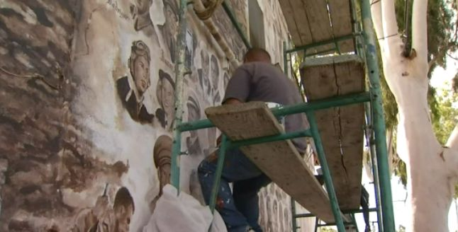 Muralist Honors Latino Veterans  Muralist Carlos Aguilar has spent three years painting an homage to the veterans of Santa Ana, California's, Logan Street neighborhood. When finished there will be 160 faces on the wall of La Chiquita grocery store.