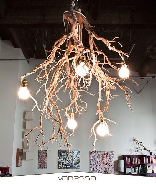 Evinizde doğadan esintileri seviyorsanız kurumuş dallardan harika bir aydınlatma yapabilirsiniz.