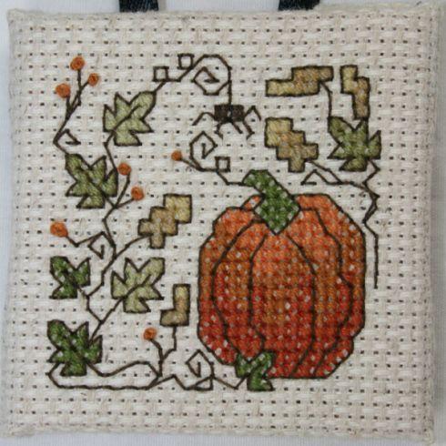 Adorable Fall/Halloween cross stitch idea...cute for a napkin or a tea towel!!!:-)...