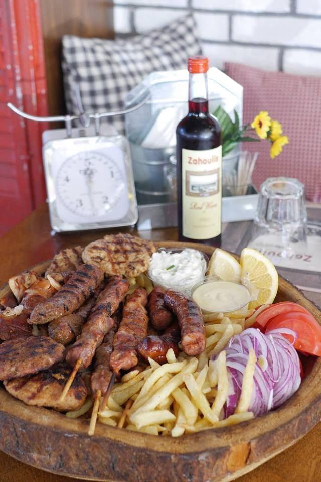 Σύμφωνα με έρευνες ο Έλληνας καταναλώνει περίπου 74,8 κιλά κρέας κάθε χρόνο. Απο ότι φαίνεται η χώρα μας αγαπάει το κρέας.Tι καλύτερο απο ένα mix grill απο τον Zahouli;  Γι αυτό Ξανά και ξανά Zahoulis ! #happymeal #zahoulisglyfada #zahoulisargyroupoli #foodlover #souvlaki •Κονδύλη Γεωργίου 7, Γλυφάδα Δευτ-Κυρ 12:00 πμ - 01:00 πμ +30 210 8942343 • Γερουλάνου 54, Αργυρούπολη Δευτ-Κυρ 12:00 πμ - 01:00 πμ +30 210 9967999 info@zahoulis.gr www.zahoulis.gr
