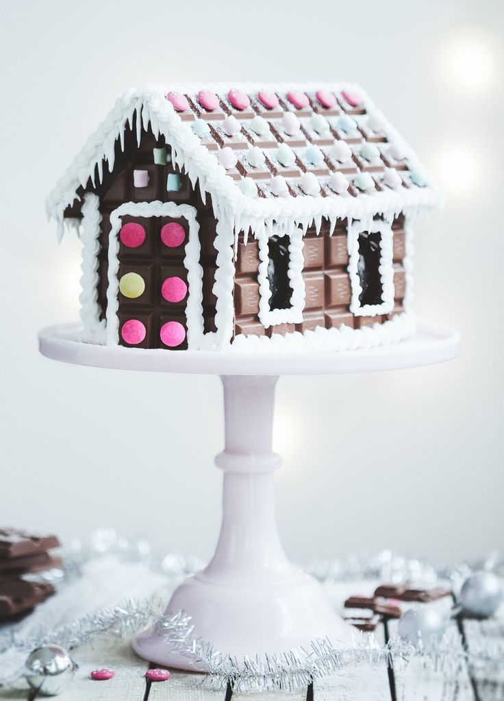 Chocolate house, easier (?) and and more tasty than gingerbread...