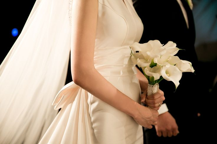 10 najpiękniejszych bukietów ślubnych - Nie da się zaprzeczyć, że Panny Młode mają często problem z wyborem bukietu ślubnego. W końcu wyróżnić można wiele niezwykłych wiązanek, kompozycji kwiatowych. Tak duży wybór z pewnością utrudnia podjęcie decyzji, która wiązankę kupić. Co roku zmieniają się również trendy kwiatowe. Oczywiście... - https://slubi.pl/blog/10-najpiekniejszych-bukietow-slubnych/