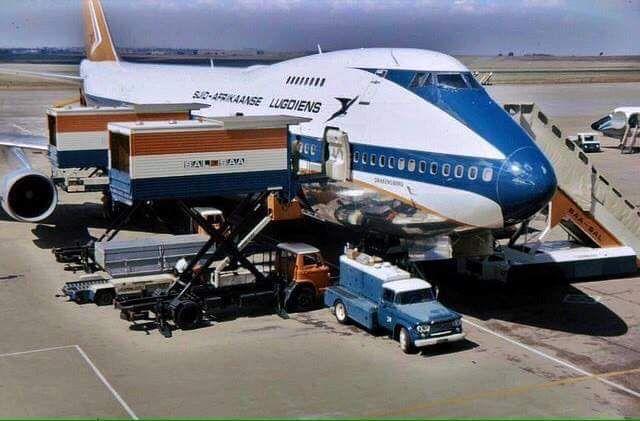 South African Airways B747-200 Drakensberg on turnaround