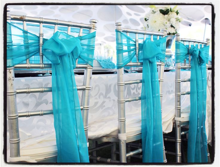 Trendsetting turquoise centerpieces and wedding decor. Facebook/Joburgtents or facebook/secundatents