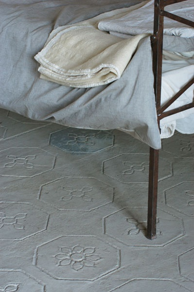 Beautiful bedroom floor with hints of soft blues @carolinearber