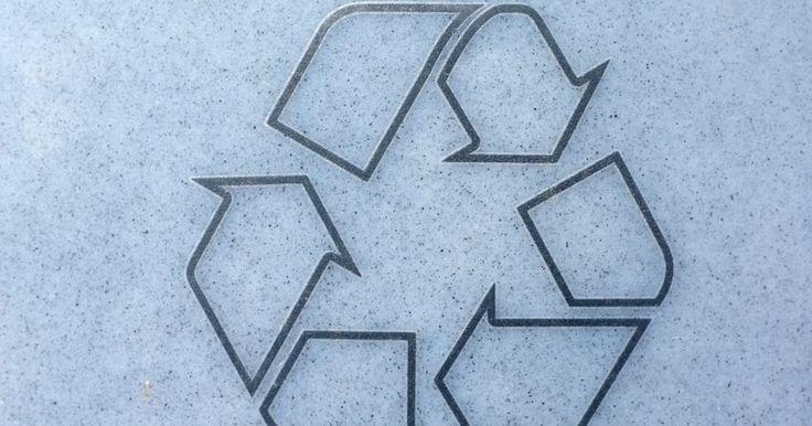 Información sobre plantas de reciclaje . Usamos los recursos renovables y no renovables de la Tierra. Reciclar es la estrategia más conocida y exitosa para la conservación de recursos. Es más importante que practiquemos las tres R y reducir, reutilizar y reciclar la basura para proteger y preservar nuestro planeta y sus recursos. El proceso de reciclaje comienza con nosotros, los ...