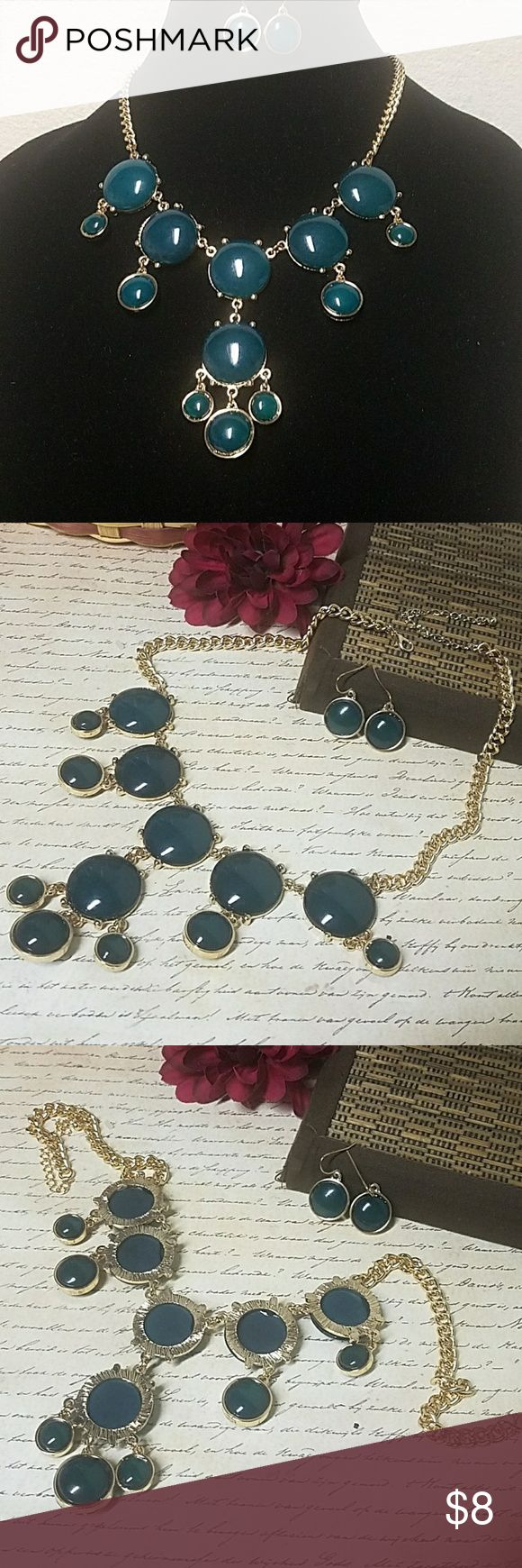 """*NWT*Deep Turquoise Bubble Drop Necklace 14""""+ 3"""" extender chain w/lobster clasp closure. Drop is about 3"""" on necklace and 1"""" for earrings. Item#S300 *ALL JEWELRY IS NWT/NWOT/UNUSED VINTAGE* 25% OFF BUNDLES OF 3 OR MORE ITEMS! REASONABLE OFFERS ACCEPTED! BUY WITH CONFIDENCE~TOP 10% SELLER, FAST SHIPPING, 5 STAR RATING, & FREE GIFT w/MOST ORDERS! Charming Charlie Jewelry Necklaces"""