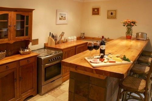 Self catering accommodation, Noordhoek, Cape Town   Farm styled kitchen   http://www.capepointroute.co.za/moreinfoAccommodation.php?aID=125