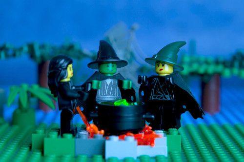 Lego Macbeth - Fun, creative way of retelling the Scottish Play.