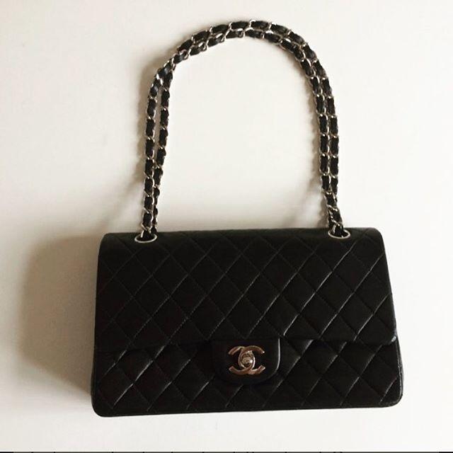 Er der noget så klassisk som en Chanel taske? Nej, vel? 😍 Den her beauty kan lige nu findes i Lea Madsens butik på Tradono ☀️ #tradono #tradonokup #chanel #secondhand #style #fashion