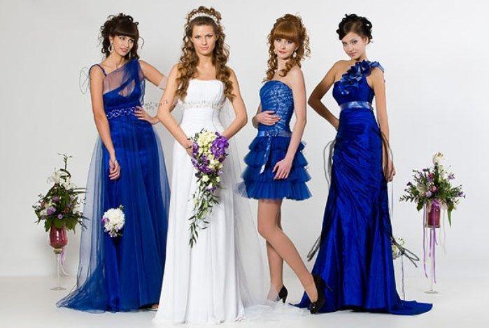 Фото одинаковых нарядом подружек невесты в синем