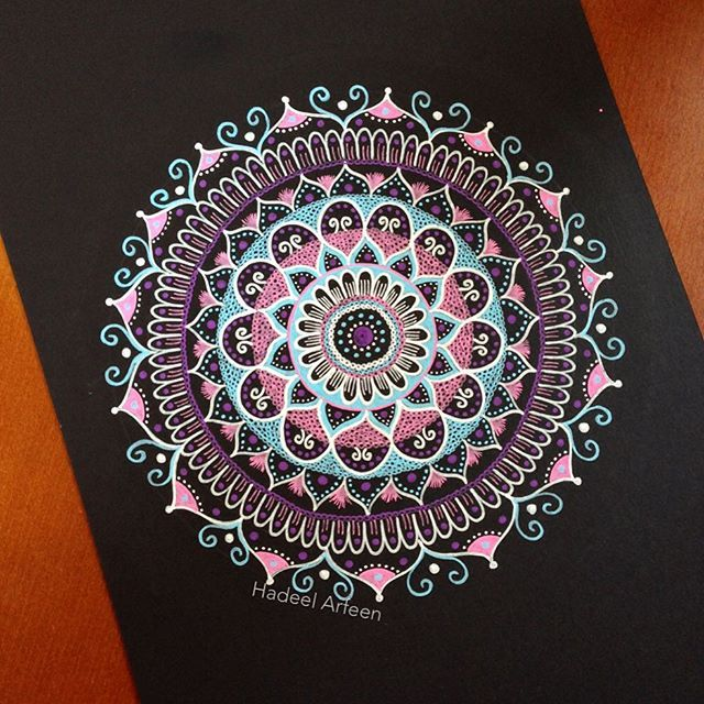 Trying a new style 😌✋🏻 #mandala #zentart #zentangle #draw #drawing #doodle #doodling #black #reverse #art #artist #arts #artwork #art_help #arts_help #details #floral #floral_drawing #flowers #pink #posca #poscapens #trial