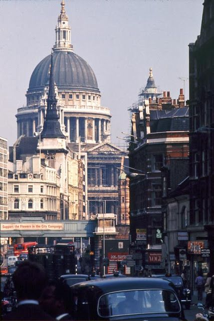 62 Amazing Ektachrome Snapshots of London in the early 1970s