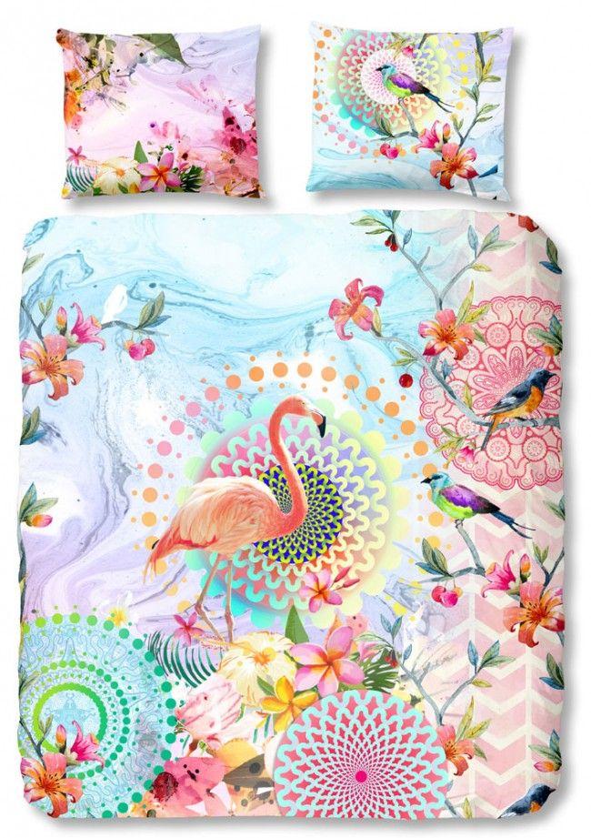 HIP Dekbedovertrek Virginia. Het Virginia dekbedovertrek van het merk HIP is een echte eyecatcher! Het overtrek is voorzien van een zomers dessin. Er worden namelijk frisse, vrolijke kleuren gebruikt en de print is geïnspireerd op een tropisch eiland. #hipdekbedovertrek #hip #mandala #rainbow #unicorn #bed #beddengoed #slaapkamer #dekbedovertrek