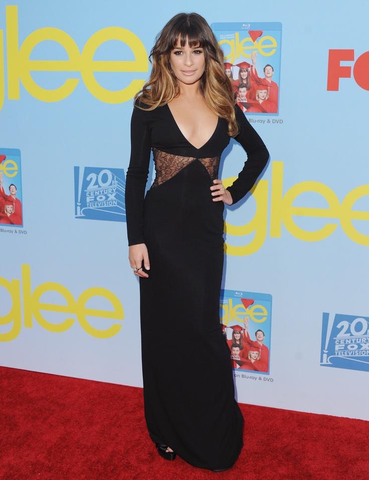 Lea Michele a Glee premierjén fekete Versace ruhában.  forrás: instyle.hu