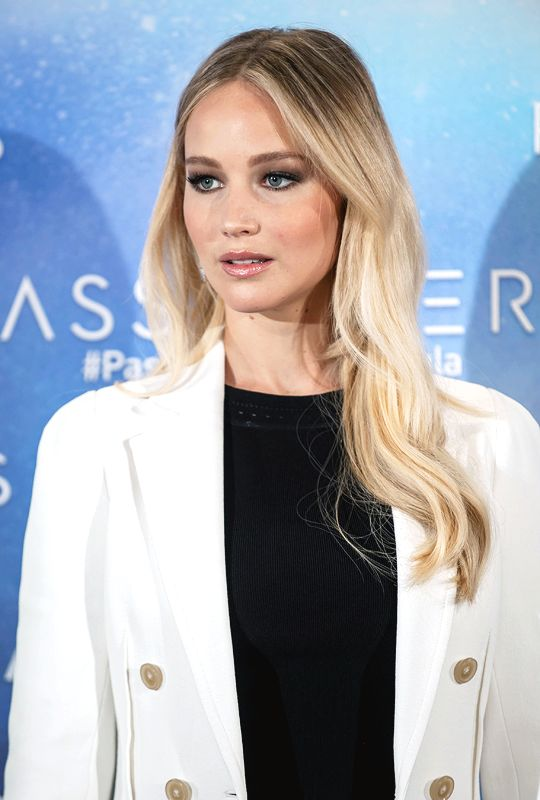 Jennifer Lawrence attends the 'Passengers' photocall at Hotel Villa Magna on November 30, 2016 in Madrid, Spain.