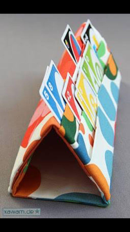 Was für eine tolle Idee, um mit Kindern Karten spielen zu können. Sie schaffen…