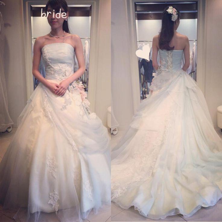 CD試着① 淡いブルーのドレスを探しましたが、これ!というのが見つからず�� こちらは淡いブルーとイエローのドレス�� 写真撮るとブルーに見えなくて残念…�� #wedding #weddingdress #tutudress #tutu軽井沢  #ドレス試着 #結婚式準備記録 http://gelinshop.com/ipost/1519348891782088283/?code=BUVz8RojgZb