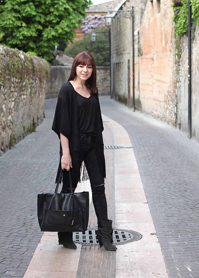 mocha whois, roupa fashion blogger, minimalista, preto, isabelmarantpourhm, Gianni Chiarini, cardigan franja, camisa básica
