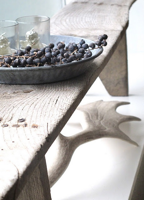 The weathered wood, the bleached antlers & the fresh berries... BellaRusticaDesign.com