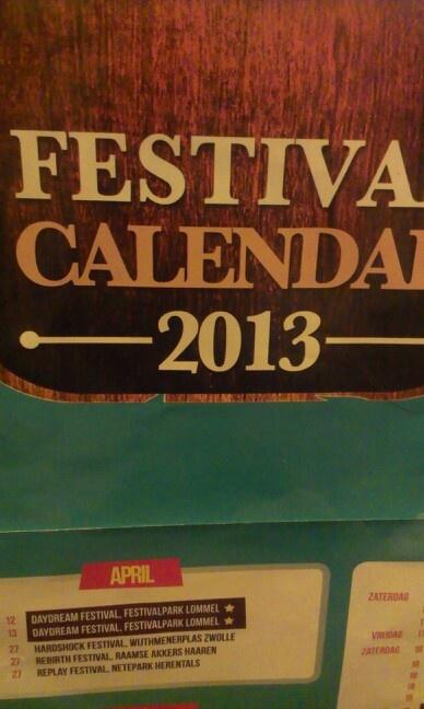 Een kalender bij mij thuis waar alle grote festivals zijn aangegeven