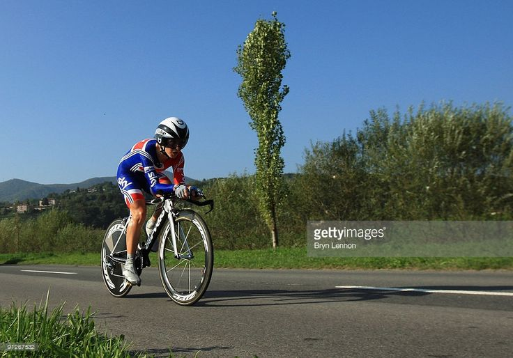 Emma Pooley of Great Britain in action during the Elite Women's Time Trial at the 2009 UCI Road World Championships on September 23, 2009 in Mendrisio, Switzerland.