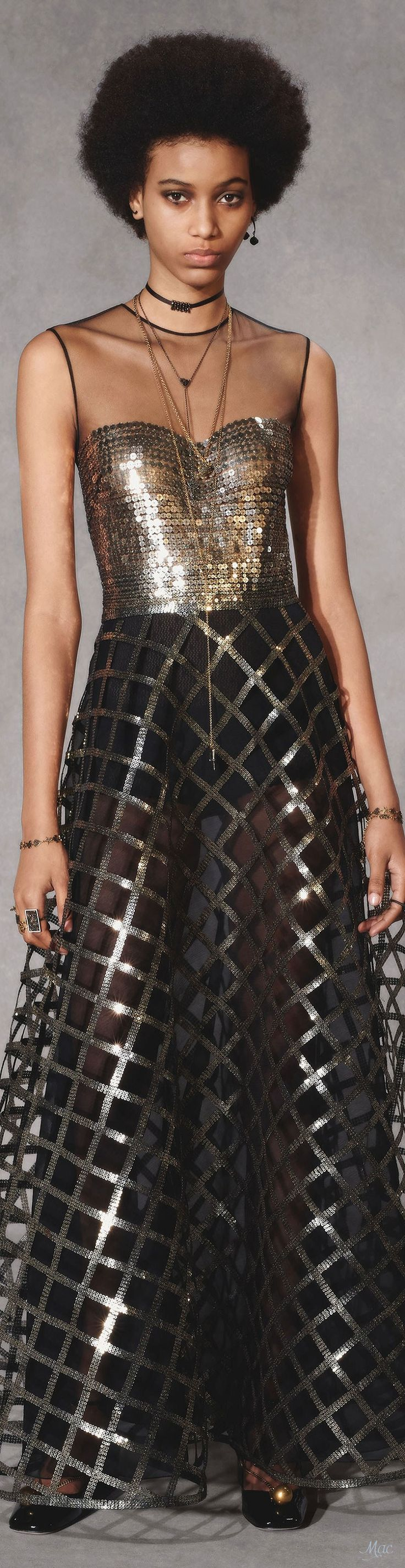 Yule style!! TREND METALLICS 2018-2019!! Noel, Christmas! New Year's Eve 2019! Silver and Black!! METALLICS are so hot for the whole year! Pre-Fall 2018 Christian Dior