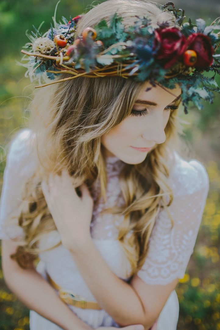 Autumn Inspired Bohemian Styled Bridal Shoot // Flagstaff, Arizona » Phoenix Arizona Lifestyle Wedding Photography // Sarah Waggoner Photogr...