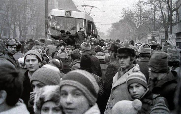 Tramvaiul 27 (și nu numai) asaltat de bucureșteni - 1980