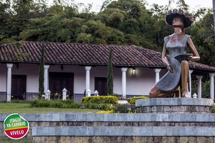 Dama Girasol ubicada en la Casa Museo Ditaires.