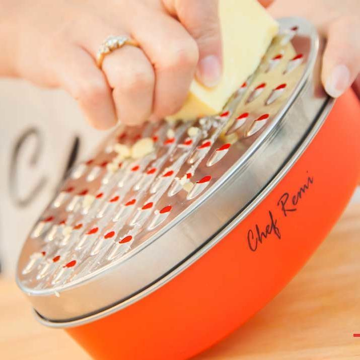 Sick of getting annoying cuts when grating? Read our step-by-step guide that eliminates cuts! http://ift.tt/2rqF5cg Tag a #pizza lover