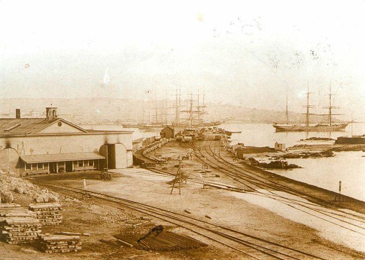 Primera estación de trenes de Sudamérica Caldera (25 de diciembre de 1851) Fue el triunfo de la voluntad del empresario William Wheelwright quién consiguió interesar a varios acaudalados empresarios, obteniendo un capital inicial de 800 mil pesos de la época. http://bgls.cl