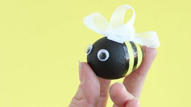 Μεταμορφώστε τα πασχαλινά σας αυγά σε μελισσούλες   www.pamebolta.gr