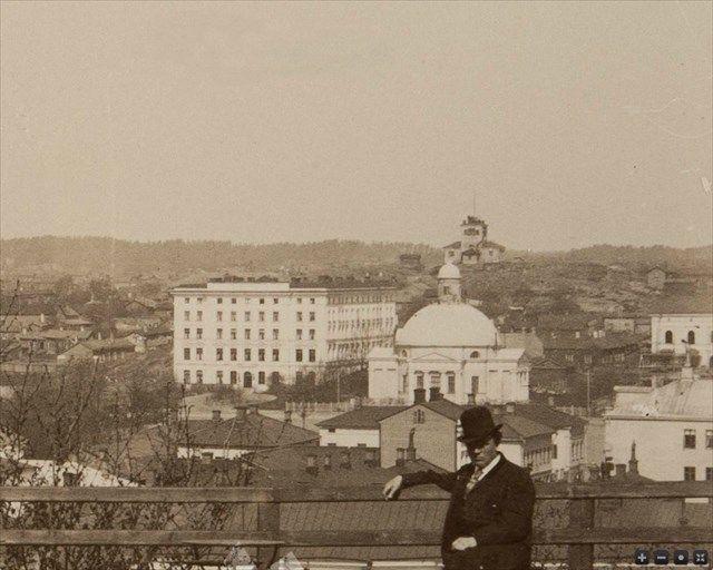 Kuva Vartiovuorelta 1880-luvulta. Ortodoksisen kirkon vasemmalla puolella purettu Hotelli Phoenix. Taustalla näkyvä Puolalanmäen palotorni rakennettiin 1830-luvulla ja purettiin Turun taidemuseon rakentamisen vuoksi vuosina 1902–03. Samanlainen torni oli myös Vartiovuoren huipulla.