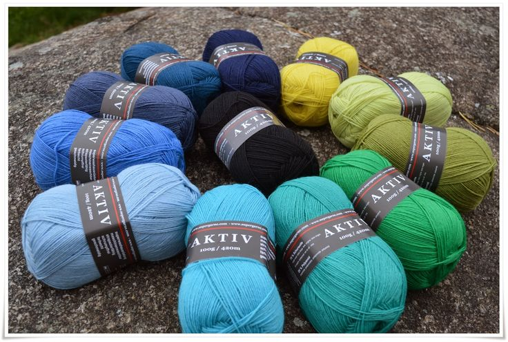 Aktiv sock yarn, many colors available in my webshop: www.bittamis-design.com