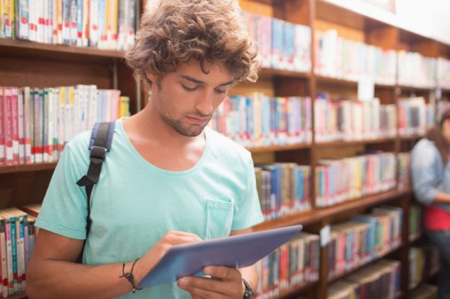 Gear Up for College With These Essential Virtual Tools Students can find apps and online resources to help with everything from note-taking to citations. #NoteSuite #Evernote #Zotero #RescueTime #eNotes #Knowmia #SparkNotes #college #HighSchool #apps #education