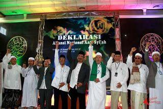 ANNAS Sul-Sel Ajak Umat Islam Antisipasi Perkembangan Syiah yang Mengancam Generasi Muda PERS RILIS PERNYATAAN SIKAP ANNAS SULAWESI SELATAN  MAKASAR. Ratusan ummat Islam hadiri Gelaran Deklarasi & Pengukuhan Pengurus Aliansi Nasional Anti Syiah (ANNAS) Wilayah Sulawesi Selatan (Sul-Sel) Ahad 5 Februari 2017 di Masjid Ikhtiar Komplek Perdos UNHAS Tamalanrea Jl. Perintis Kemerdekaan No. 8 Makasar Sul-Sel. Gelaran acara berjalan aman dan lancar jelang akhir acara dilakukan penandatanganan…