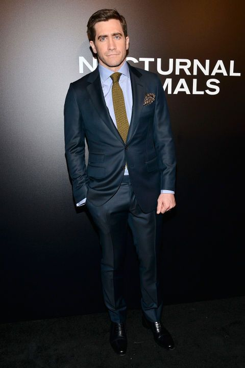 11 November Jake Gyllenhaal wore a green tie, a blue shirt and a blue suit.