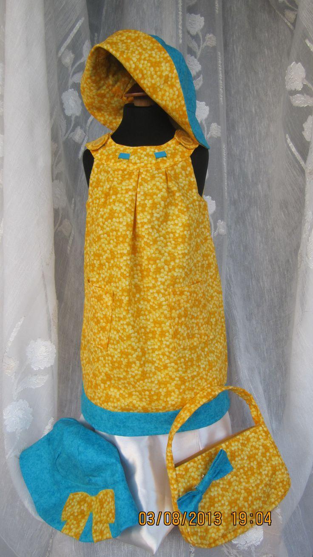 Vestito da bambina, borsa e cappelli doppia fascia, confezionati in tessuto di cotone americano.