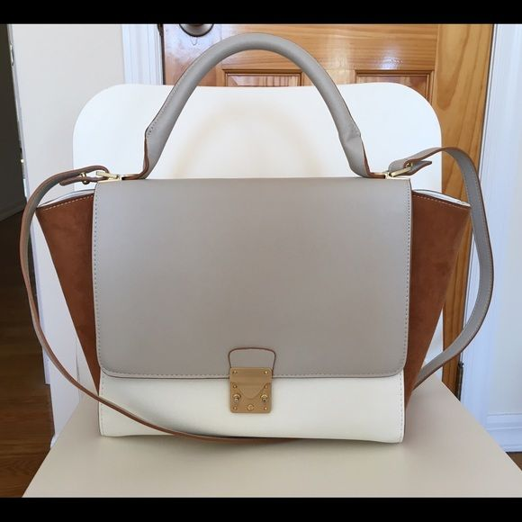 Zara bag Only worn by two or three times. In a really good condition. Zara Bags Satchels