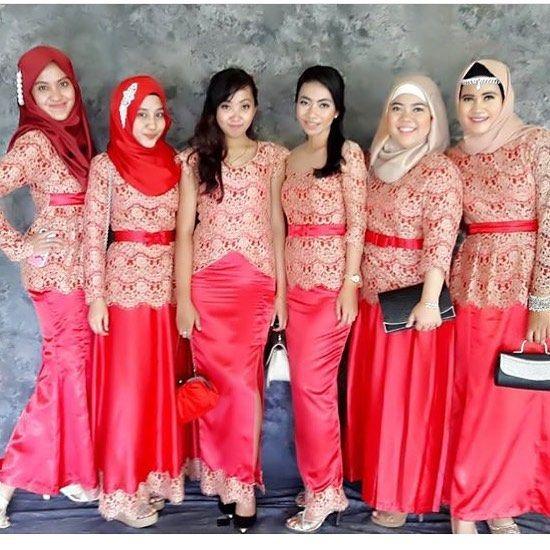 Inspired by @theafitrii Berbagi inspirasi dan model model kebaya kamu tag @kebayacantikindonesia  #kebaya #kebayabridesmaid #bridesmaid #dress #dresskebaya #kebayagaun #kebayamodern #inspirasikebaya #lovekebaya #kebayaindonesia #batik #inspirasiwanita #wedding #kebayapesta #kebayapengantin #batik #batikkebaya #kebayadress #batikdress #kainbatik #gaunpesta #prewedding #kebayaresepsi #engagement #kebayawisuda #wisuda #kebayajawa #kutubaru #batakwedding by kebayacantikindonesia