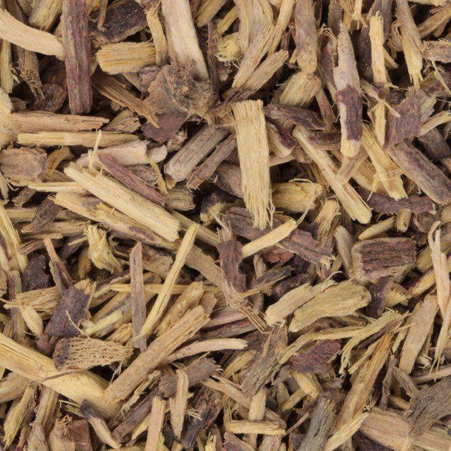 Zoethout - Glycyrrhiza glabra, stond bij de Oude Egyptenaren al bekend als plant met een heilzame werking. Men gebruikte het kruid om het hongergevoel te verdrijven en als middel tegen hoest en astma. Zoethout was vroeger heel erg in trek bij kinderen die kauwden op de zoethoutstokjes, dit reinigt trouwens de tanden en bevordert de tandenvorming.