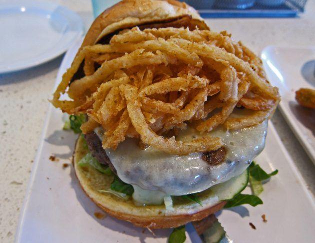Бургер «Три сыра»