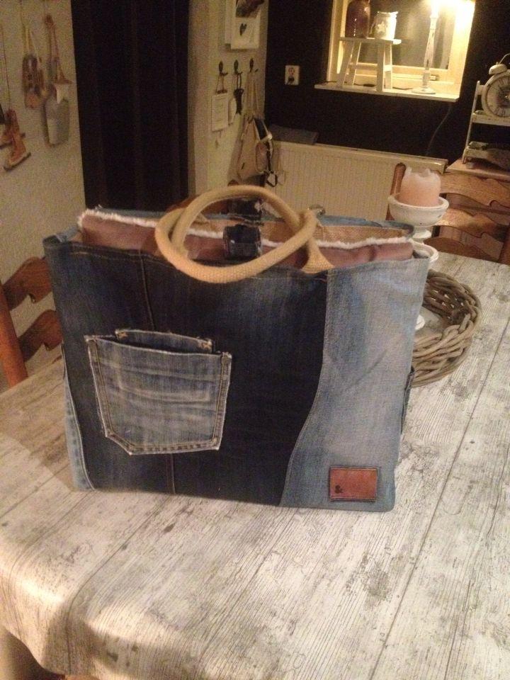 Tas van ouder spijkerbroeken