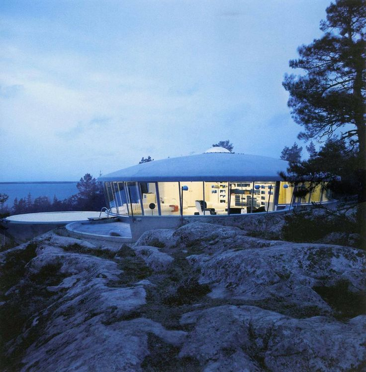Located in Sweden is the Villa Spies, designed in 1966 by Staffan Berglund for Simon Spies in the 1960's.
