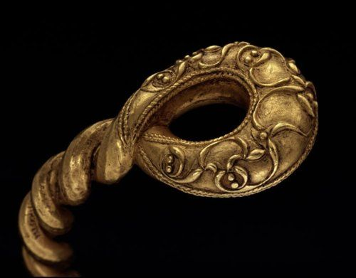 La Tène-style torc, buried in England c.75 BC