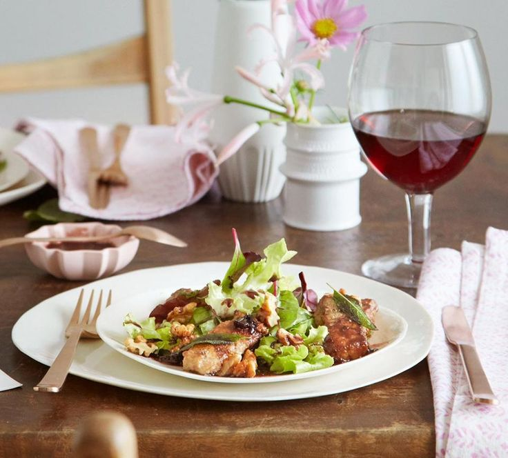 Rezept: Salat mit Kalbsleber-Streifen und Holunder-Vinaigrette
